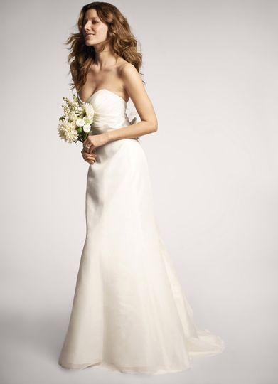 Nouvelle Amsale - R103G- Created in silk organza, this Amsale trumpet-shaped gown has a ruched...