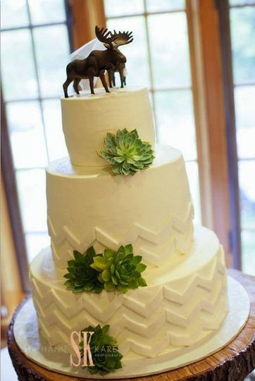 Bert\'s Bakery - Wedding Cake - Kalamazoo, MI - WeddingWire