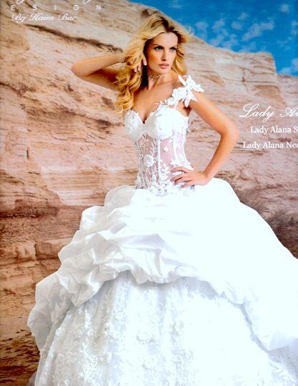 Fluffy wite wedding dress