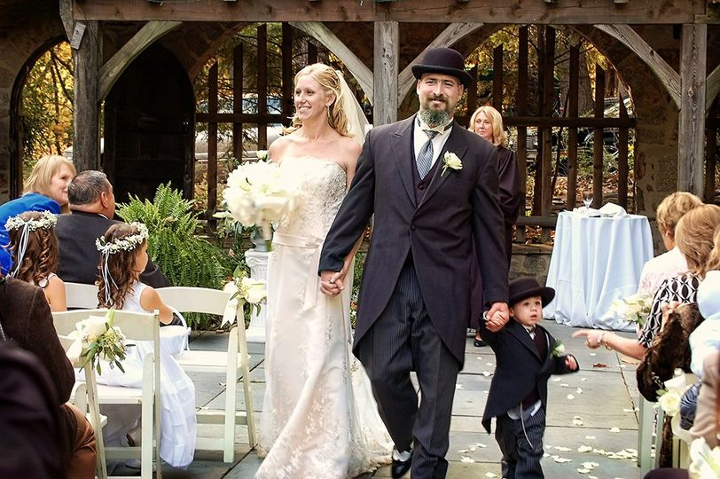 Wedding ceremonyn in the courtyard of the historic Cloisters castle in Baltimore MD