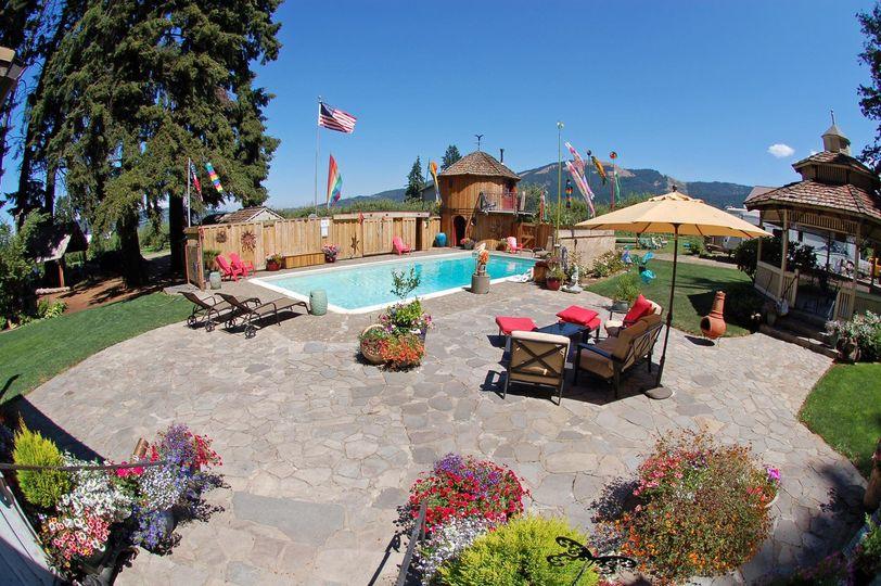 Pool & Lodge