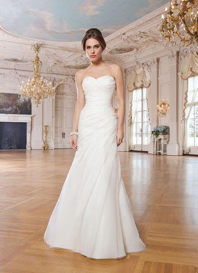 Valerie 39 s boutique bridal dress attire jacksonville for Wedding dress jacksonville fl