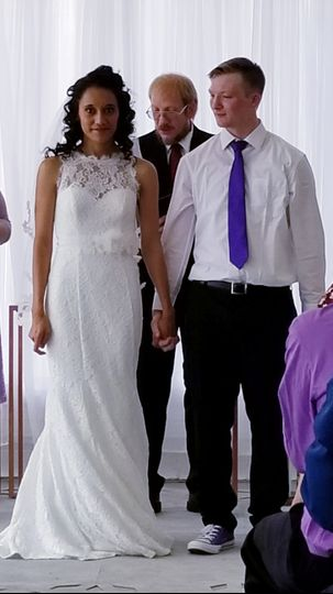 Steven behind the newlyweds