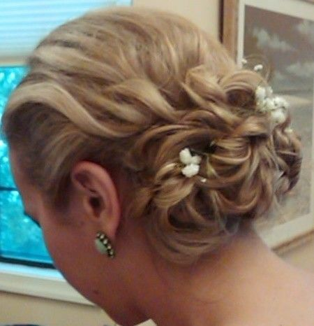 Low chignon for the bride