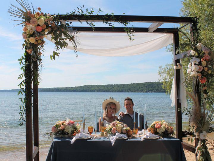 Tmx Beach17 51 1057821 159683570120141 Grand Rapids, MI wedding florist