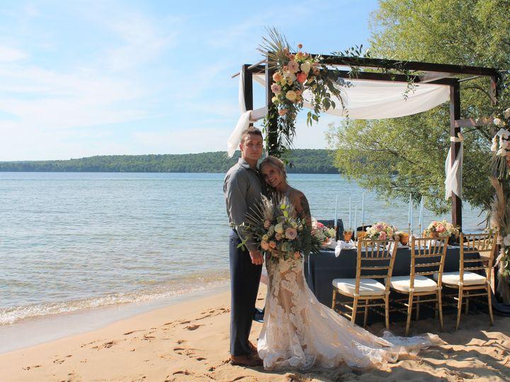 Tmx Beach18 51 1057821 159683574865580 Grand Rapids, MI wedding florist