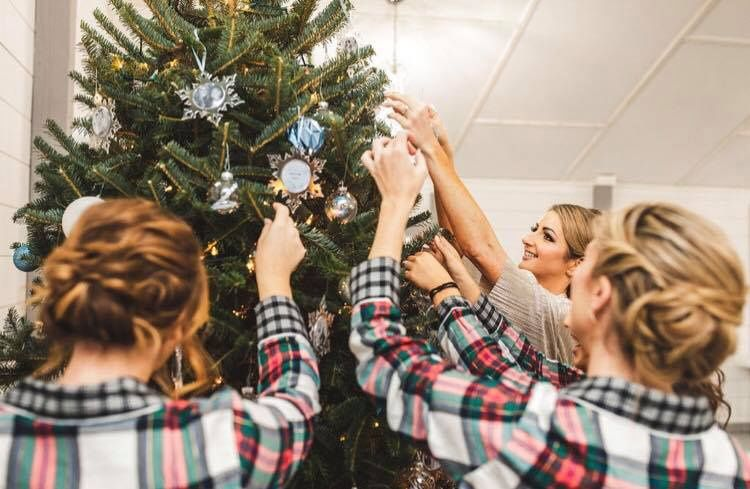 Decorating the Christmas tree | Concept Photography