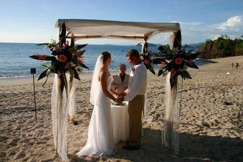 c93e9429f803ad8e 1389048934907 wedding image