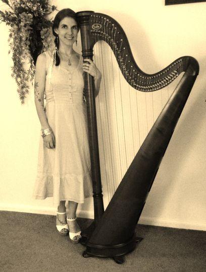 sepia harpist square