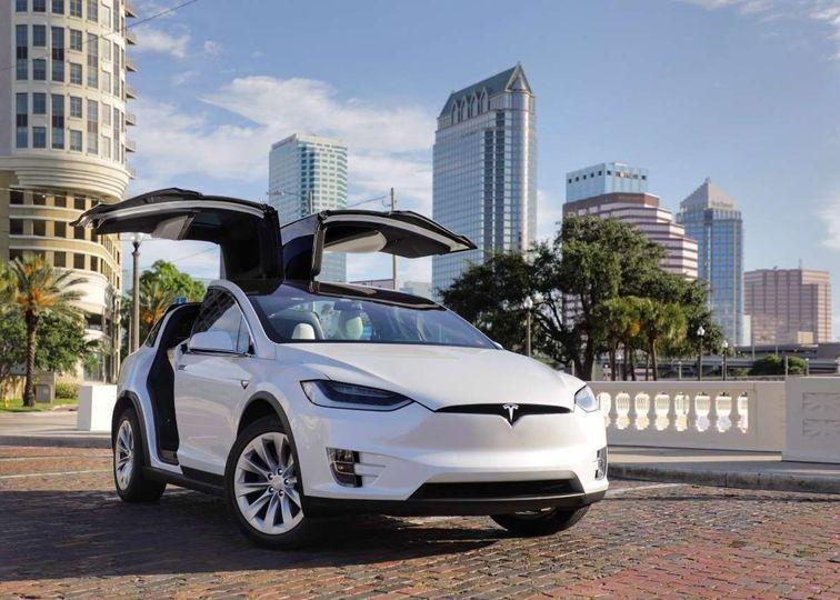 dba7c17b4e2c83da kingsexecutivelimo com Tesla 01
