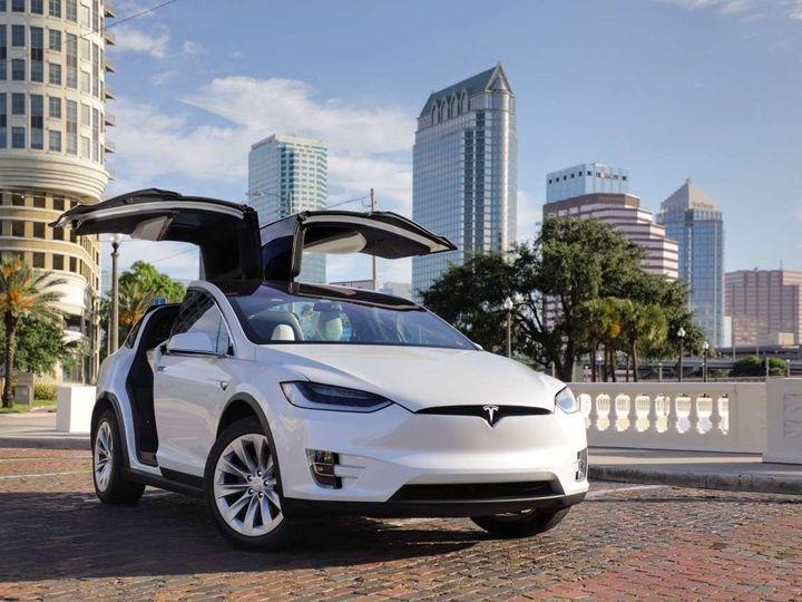 Tmx 1508946899639 Kingsexecutivelimo.com Tesla 01 Brandon wedding transportation