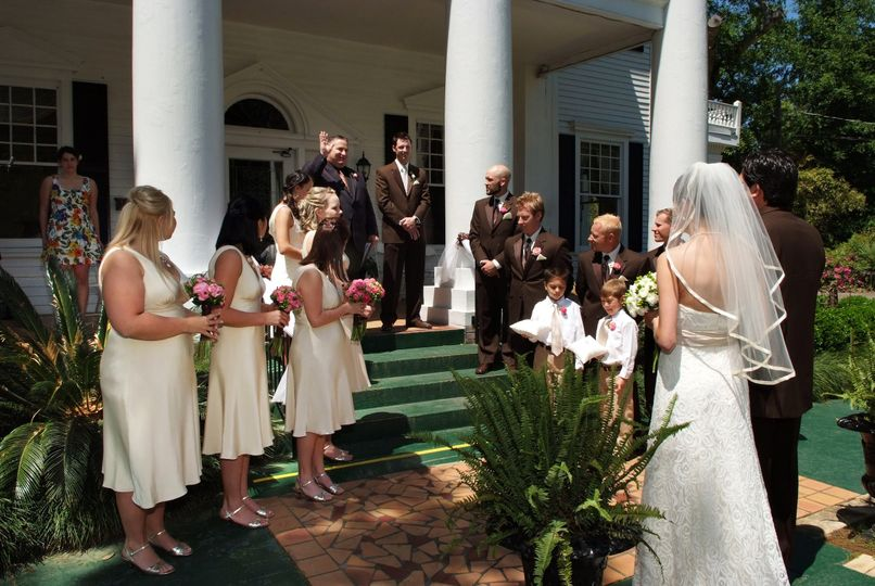 Making the way to the altar