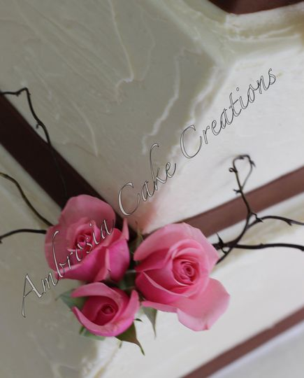 Flowers on wedding cake