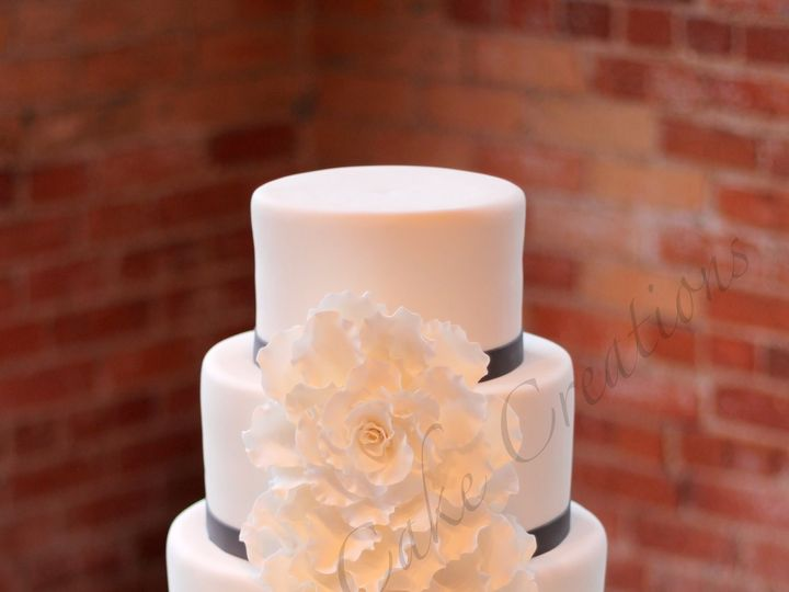 Tmx 1385343648984 Rszlargeroseweddingcake244 Fuquay Varina, North Carolina wedding cake
