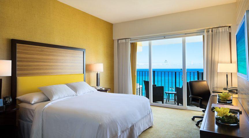 Hilton Waikiki Beach: King Bed, Ocean View