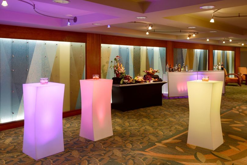 Hilton Waikiki Beach: Our grand ballroom's foyer is an ideal location for pre-meal receptions with a...
