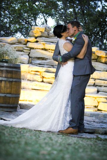 Kissing the couple