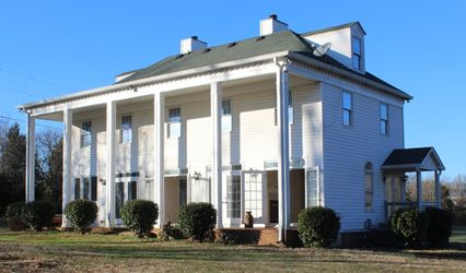 Colonial Manor