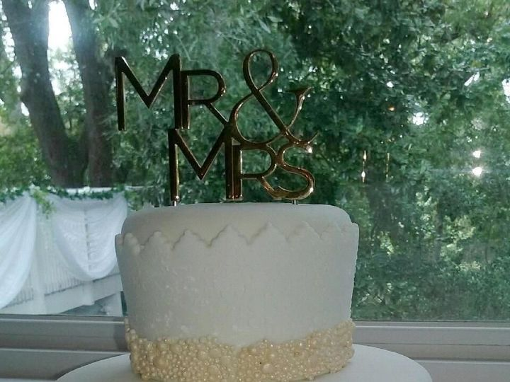 Tmx 1527700149 55b78333870c7622 1527700149 7008edec0ed24873 1527700142087 2 ROSETTS THIS ONE2 Jacksonville wedding cake