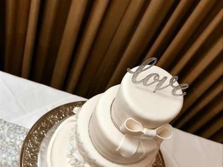 Tmx 1530052439 D3da1010a88a1c94 1530052438 88e959364e4404c8 1530052436336 2 DAVID AND LATREIKA Jacksonville wedding cake