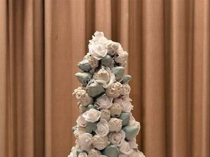 Tmx 1530204737 99d0dcdd26129dc4 1530204736 Bd84ee79b356894b 1530204732846 1 Strawberry Tower Jacksonville wedding cake