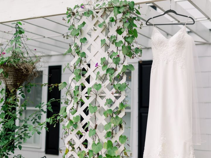 Tmx Dress On Farmhouse Porch 51 382031 1573240730 Defiance, MO wedding venue