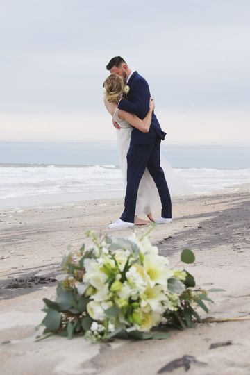 A kiss on the beach (Jess Killen It Photography)