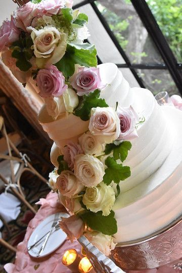 Take a simple cake and make it stunning with flowers!