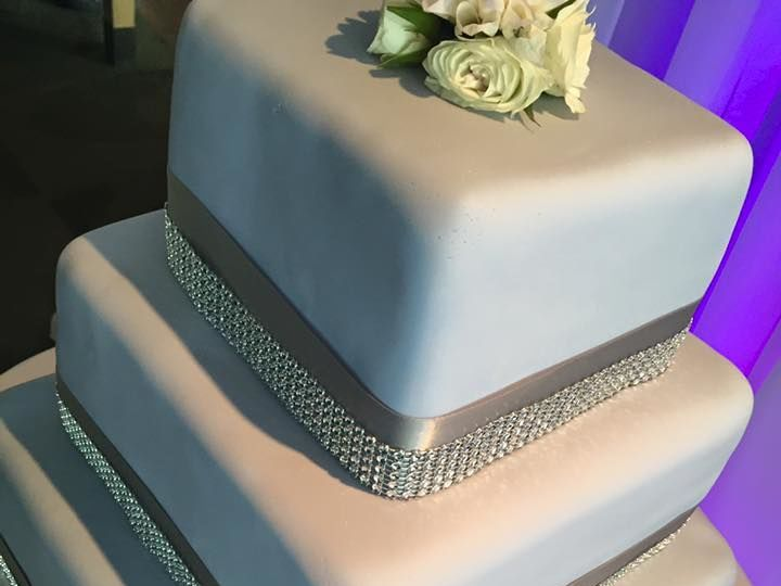 Tmx 1524701895 Abce48e20a1270bc 1524701894 83cd17ca2292758e 1524701892487 4 Diamond Cake Lincoln City wedding cake