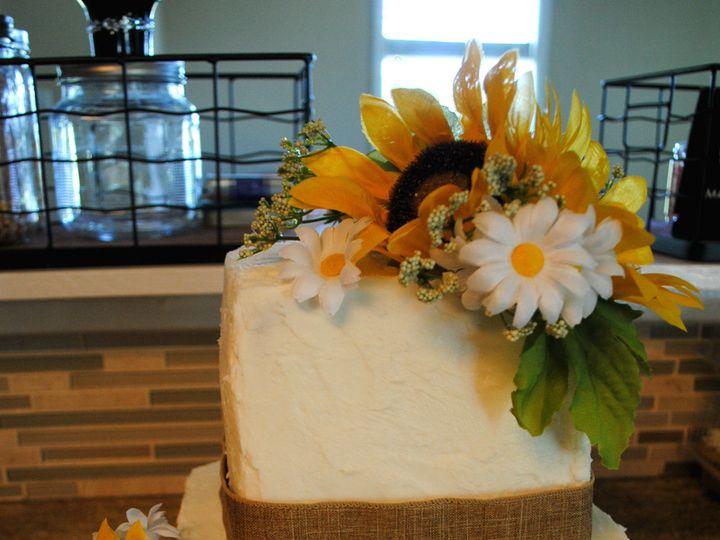 Tmx 1531423202 Bb3e2c266749a979 1531423200 F6bd6b3e3e56f022 1531423183468 15  Sunflowerwedding Springtown, TX wedding cake