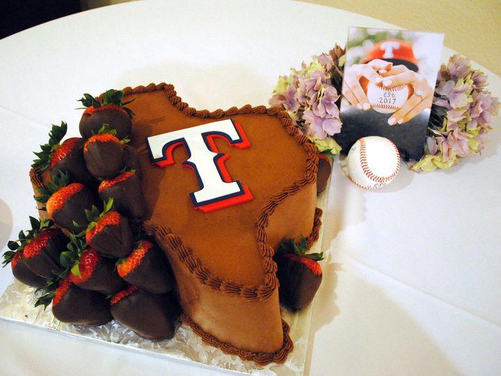 Tmx 1531423394 C8b829d5a23b40d2 1531423392 8871f174625984f3 1531423384795 17  Baseballgroomsca Springtown, TX wedding cake