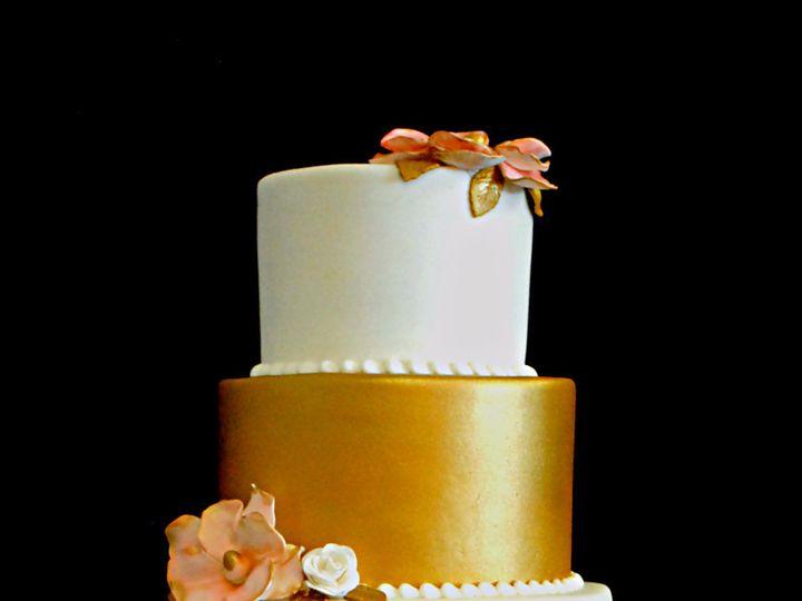 Tmx 1531423396 D368d0208f43b632 1531423393 5ed35c9dc6ec5792 1531423384829 21  Goldandblushwedd Springtown, TX wedding cake