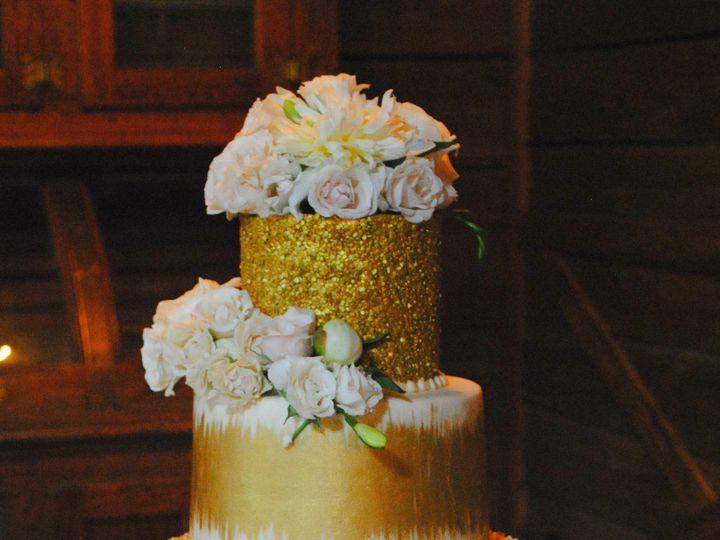 Tmx 1531423397 B744eda53ccb40c2 1531423393 B98e37c387c2b032 1531423384838 22  Goldglitterweddi Springtown, TX wedding cake