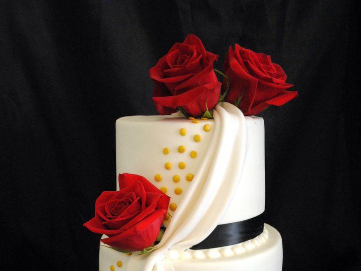 Tmx 1531423402 9ea1882d9875e8ba 1531423400 Afe80f1630318c58 1531423384936 34  Redroseweddingca Springtown, TX wedding cake