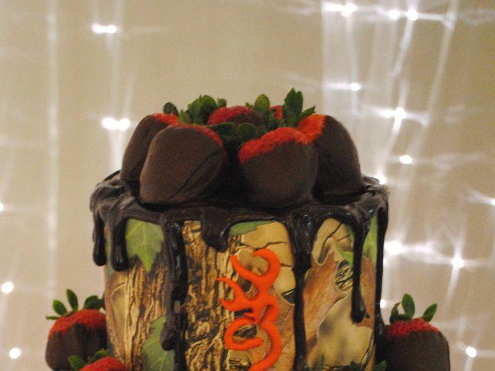 Tmx Camobrowninggroomscake 51 368031 157444425940421 Springtown, TX wedding cake