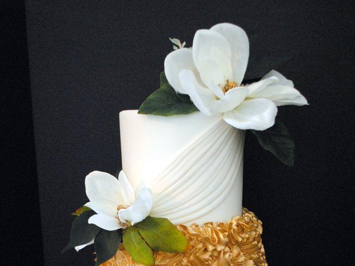 Tmx Goldandwhitemagnoilacake 51 368031 157444427935514 Springtown, TX wedding cake