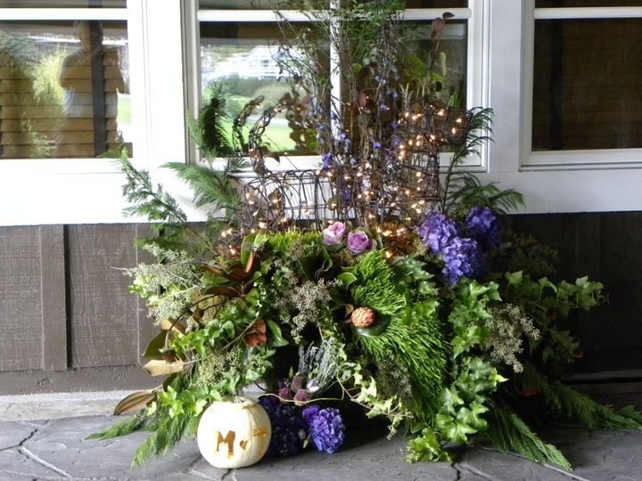 Leaf and flower arrangement