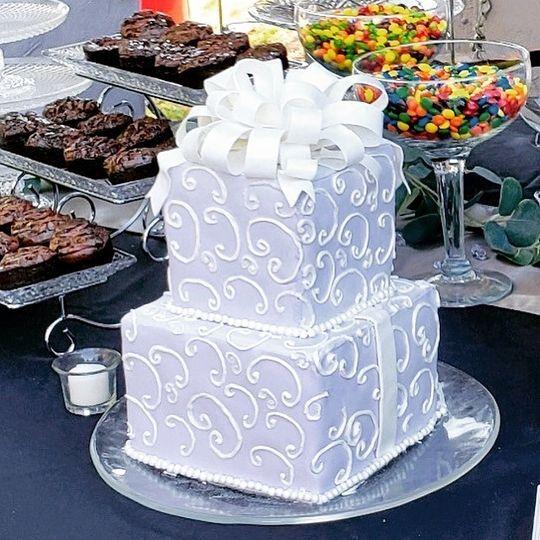 White chocolate bow and swirls
