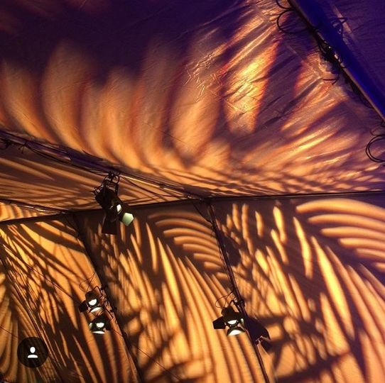 Patterns projected on canopy top, for an unforgettable decor style!