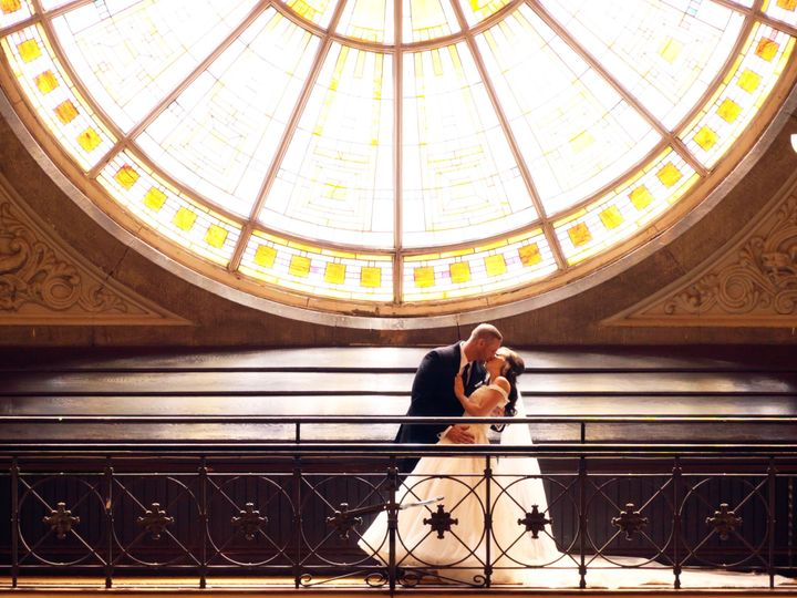 Tmx Stained Glass Kiss 51 1891231 160057446472771 Whitestown, IN wedding videography