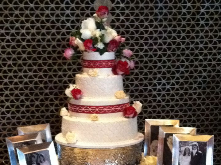Tmx 1484146250 4ffe464957178dcd IMG 0083 Middlefield, CT wedding cake