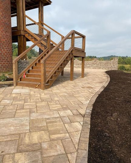 Steps to upper deck/patio