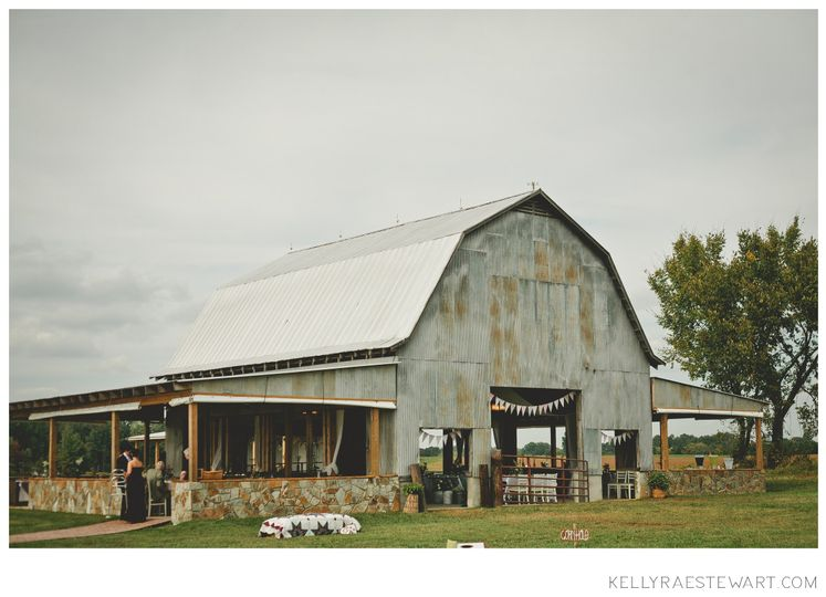 800x800 1377552635510 kellyraestewartphotography barn outside