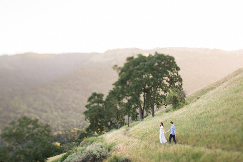 Couple walking together - Sabine Scherer Photography