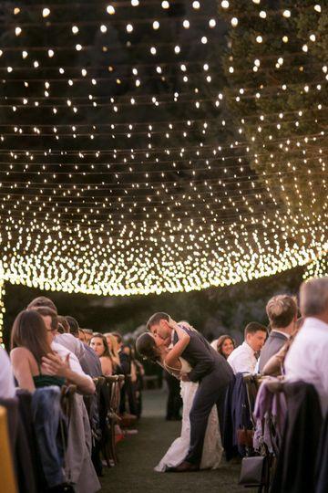 Couple kissing under the lights - Sabine Scherer Photography