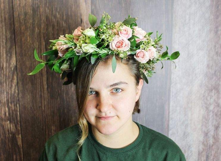 4413f2f4369e6a76 1530380869 c42793a37eb50745 1530380867353 1 Emily Flower Crown