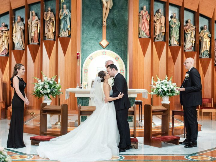 Tmx Molly And Larry 11 51 933331 160433642494297 West Hartford, Connecticut wedding florist