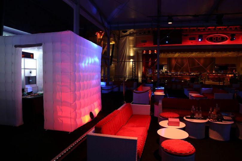 32d3da2d7a6e3416 Enclosed Booth in Vegas