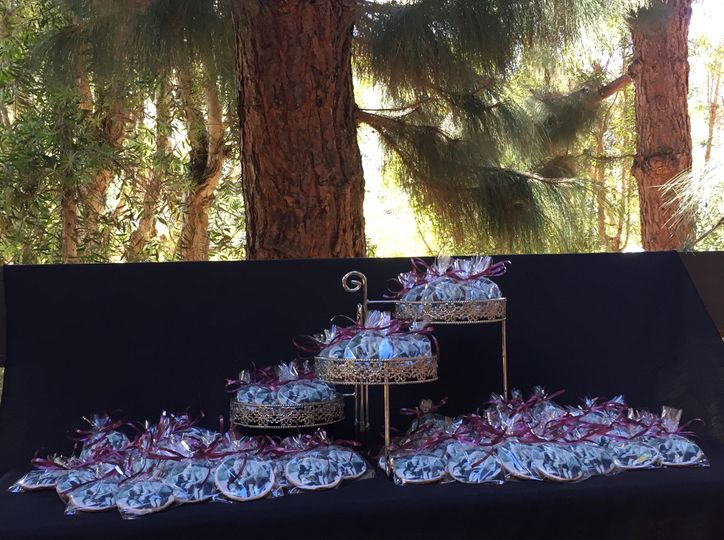 Cookies can be displayed indoors or outdoors