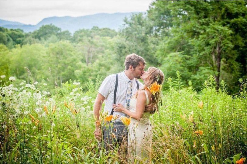 A kiss in a field, Photo by Jesse Kitt